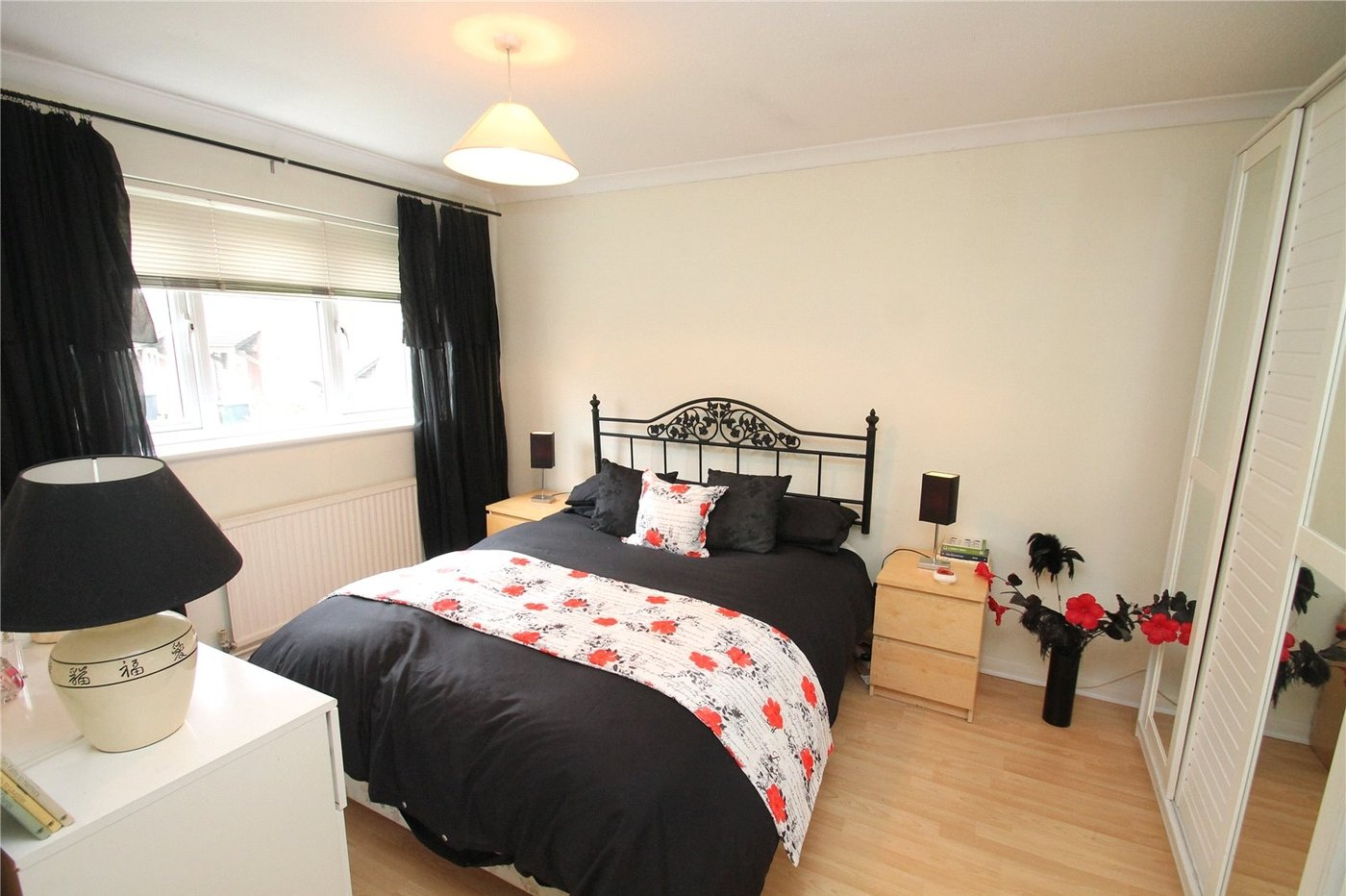 House for sale in apsledene gravesend kent da12 for G kitchen gravesend
